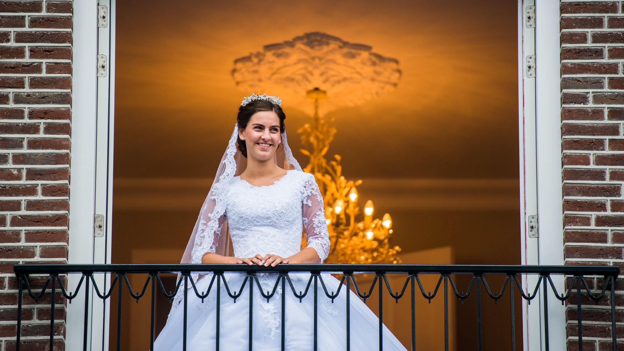 Bruid op het balkon