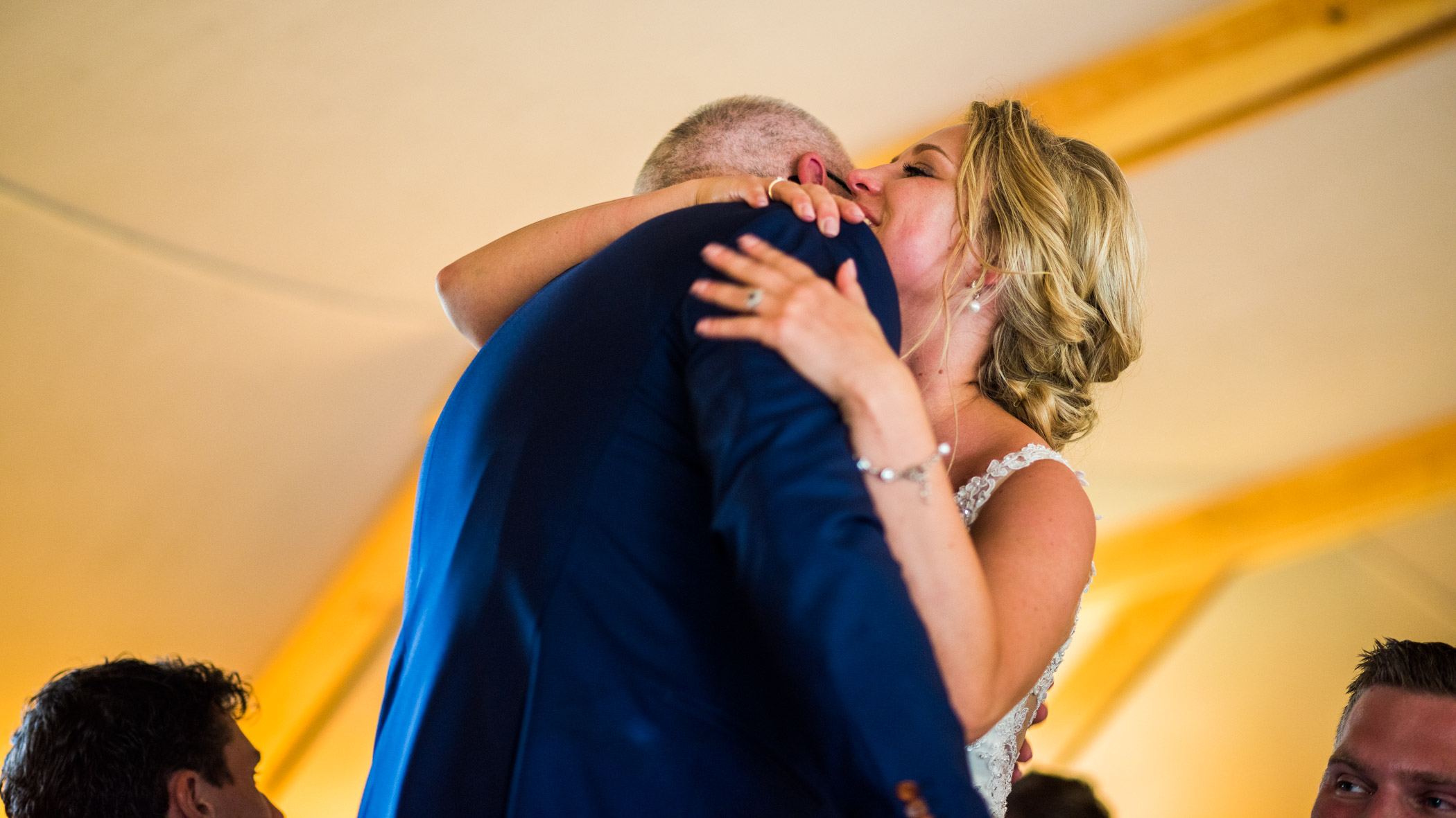 knuffel na speech bruiloft