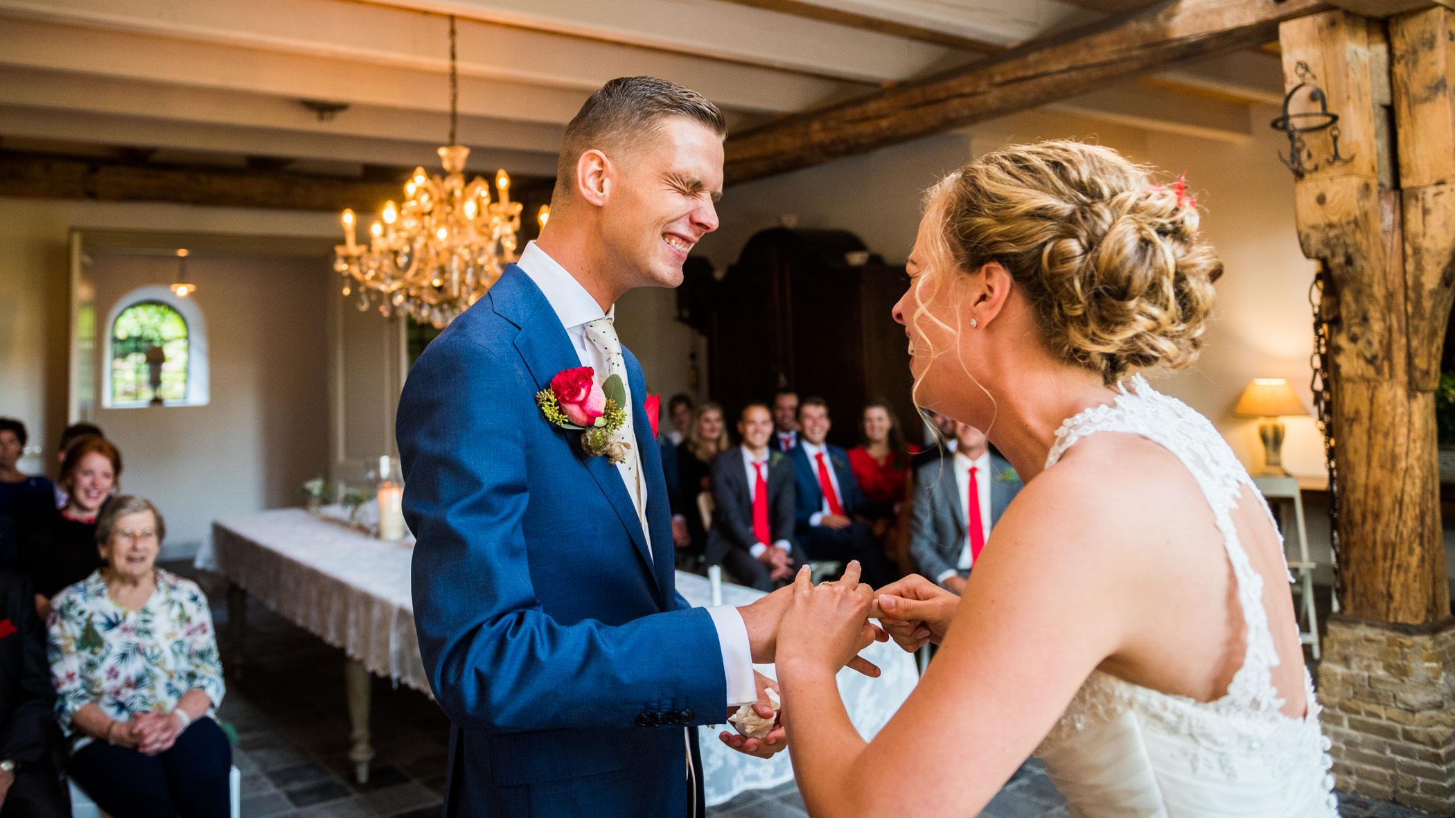 Ring omdoen bruiloft