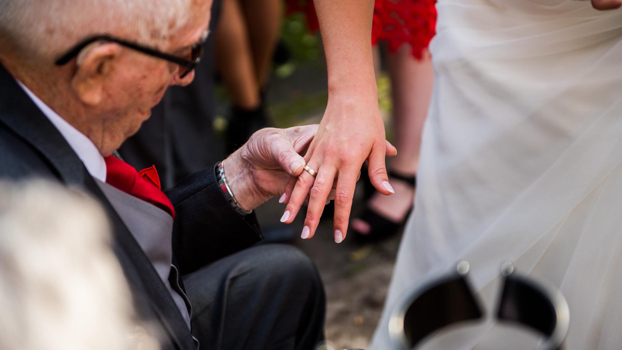 Ring laten zien aan opa