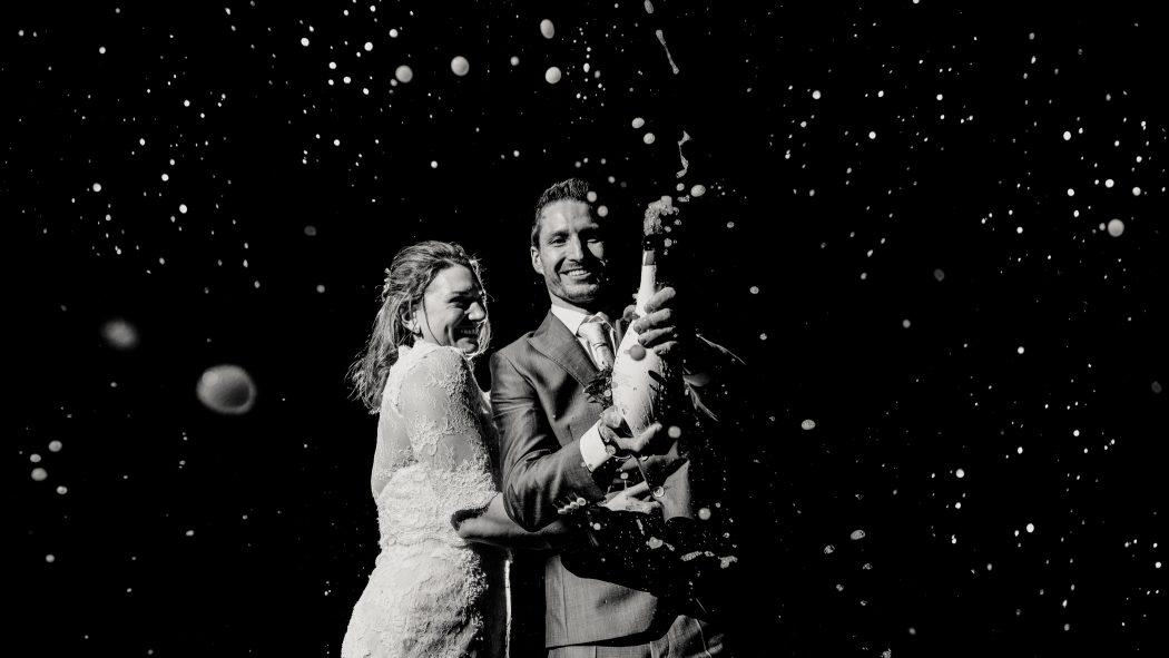 Champagne spuiten op bruiloft